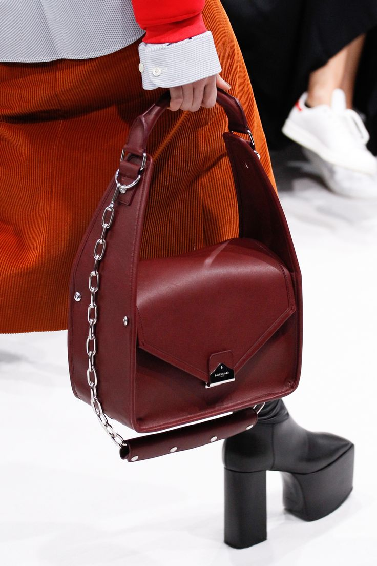Balenciaga Fall 2016 Ready-to-Wear Fashion Show Details - MijulaStyles 3f511f5128d11