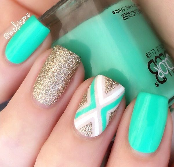 This Wonderful Chevron Nail Design Is Both Classy And Fun The Gold